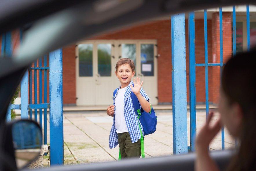 Kaj se je spremenilo skozi leta, da se je odstotek otrok, ki v šolo pešačijo ali kolesarijo, zmanjšal s 75 na 25?