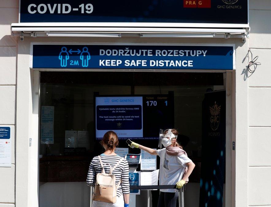 V zadnjem dnevu so na Češkem potrdili 11.984 novih okužb.