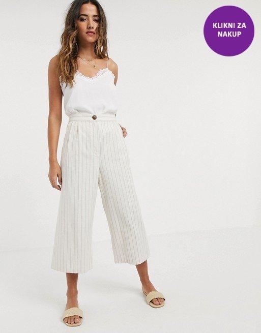 Bele črtaste hlače
