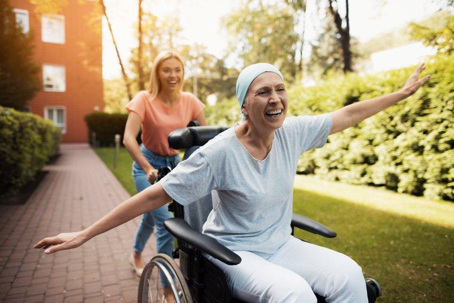 Stroka opozarja, da je treba bolje poskrbeti za reintegracijo bolnikov z rakom.