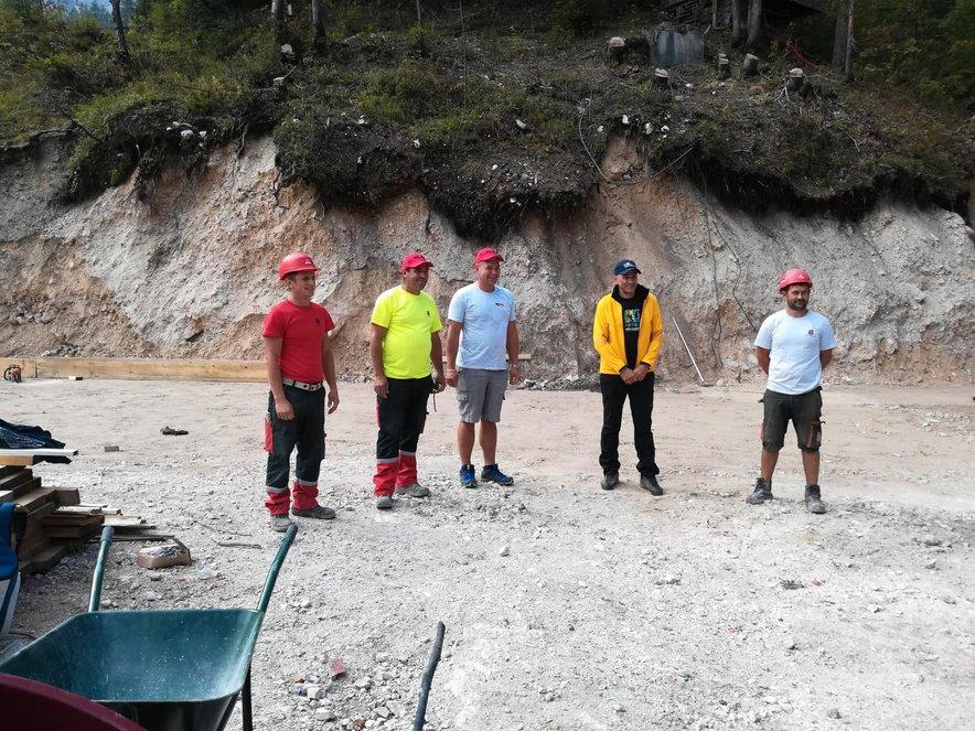Premier Janša se je zahvalil tudi delavcem na gradbišču, ki ima enega najlepših razgledov v Sloveniji.
