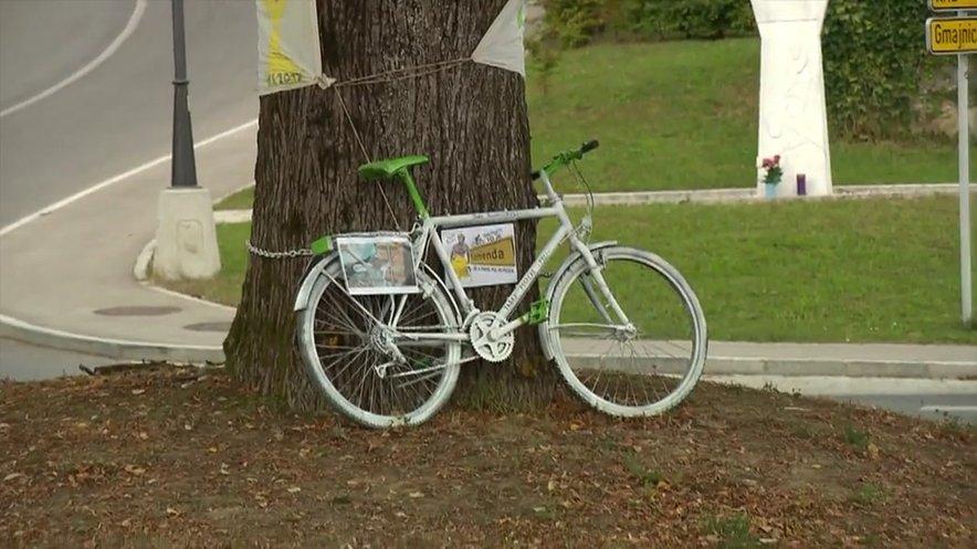 Belo kolo za Pogačarja