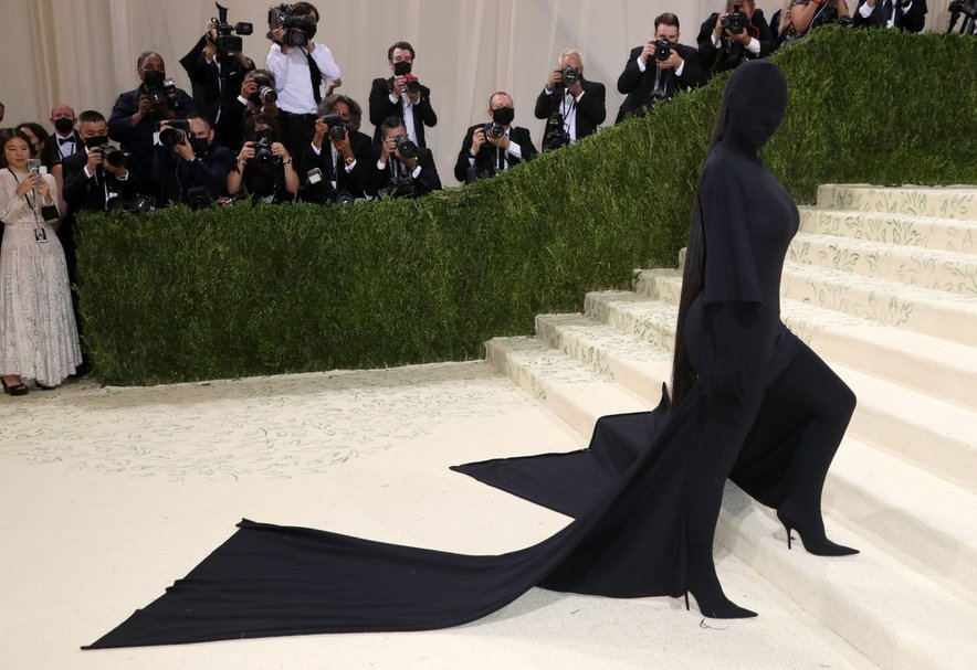 Kim Kardashian v opravi modne hiše Balenciaga