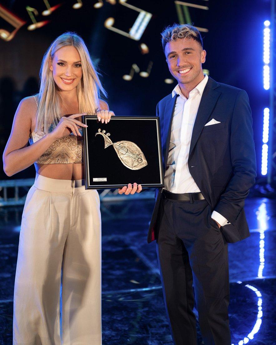 Ines Erbus in David Amaro - prejemnika nagrade strokovne žirije.