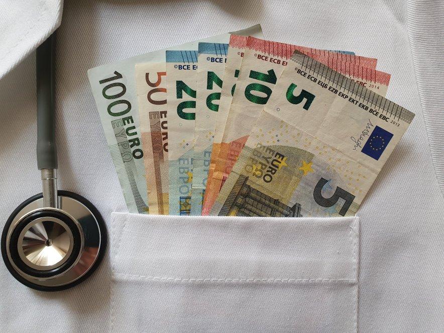 Naložbe v slovenski zdravstveni sistem z dotrajano infrastrukturo in opremo ter kadrovskimi težavami so nujne.