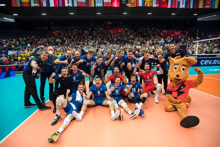 Gasilska fotografija po senzacionalni uvrstitvi češke reprezentance med osem v Evropi.
