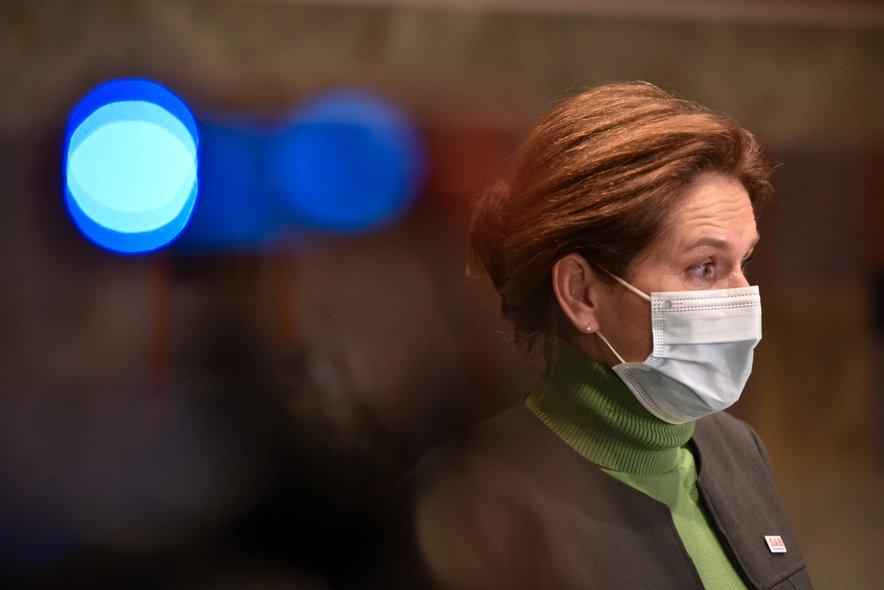 Alenka Bratušek:  Pogoj PCT za obisk zdravnika je največja norost