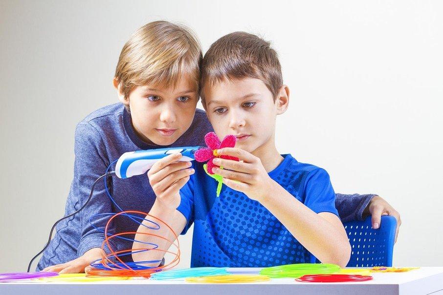Med zabavnim ustvarjanjem se bo otrok povsem sprostil.