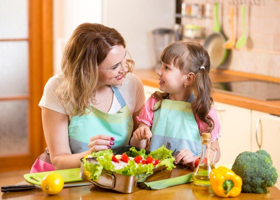 Otroka navaditi na zelenjavo je žal pogosto trd oreh.
