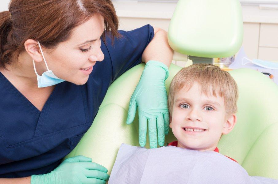 Otrok naj gre na pregled k zobozdravniku, četudi nima težav.