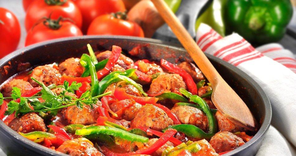 Piščančje kroglice v omaki s papriko