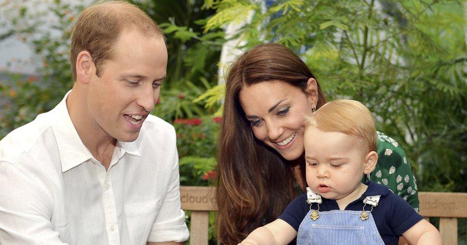 Princ George, princesa Charlotte in princ Louis pri enem letu. Primerjajte ...