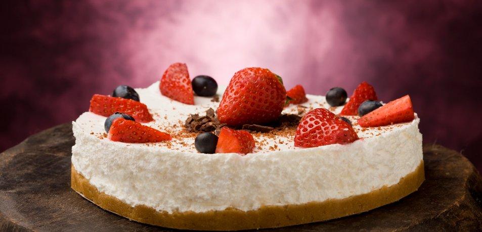 Jogurtova torta z jagodami