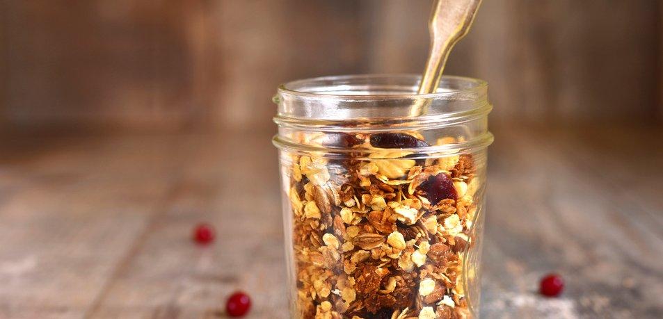 Domača granola z začimbami in brusnicami