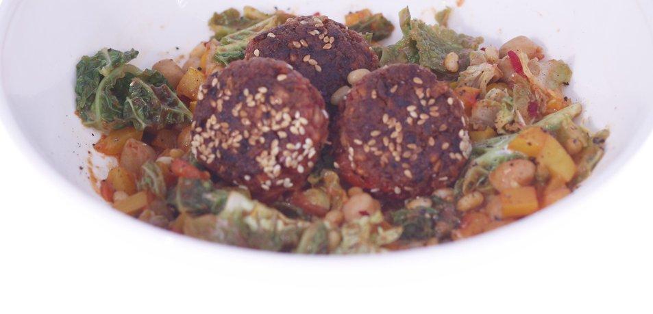 Veganske kroglice s sezamom in zelenjavo