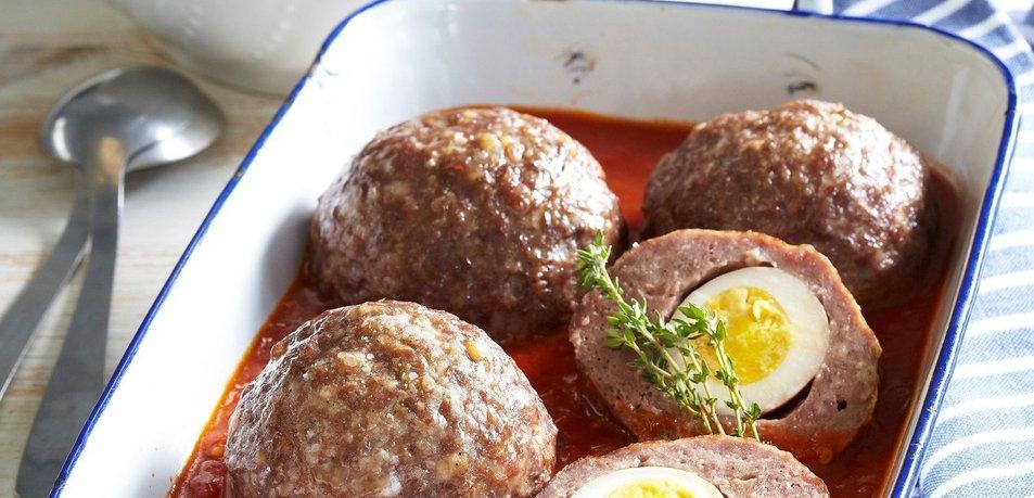 Mesne kroglice z jajcem v paradižnikovi omaki