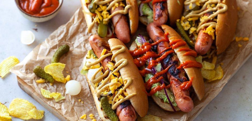 BBQ hot dog sendviči