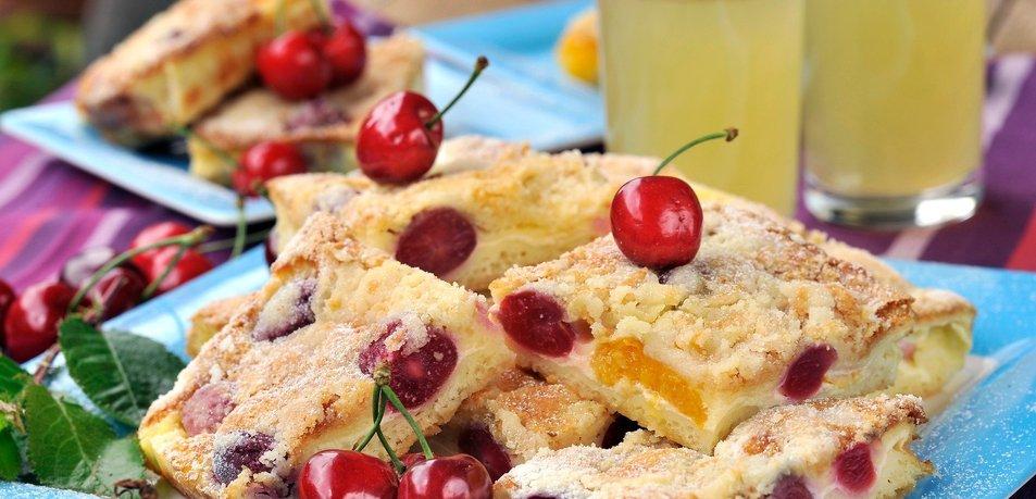 Hitro jogurtovo pecivo s sadjem