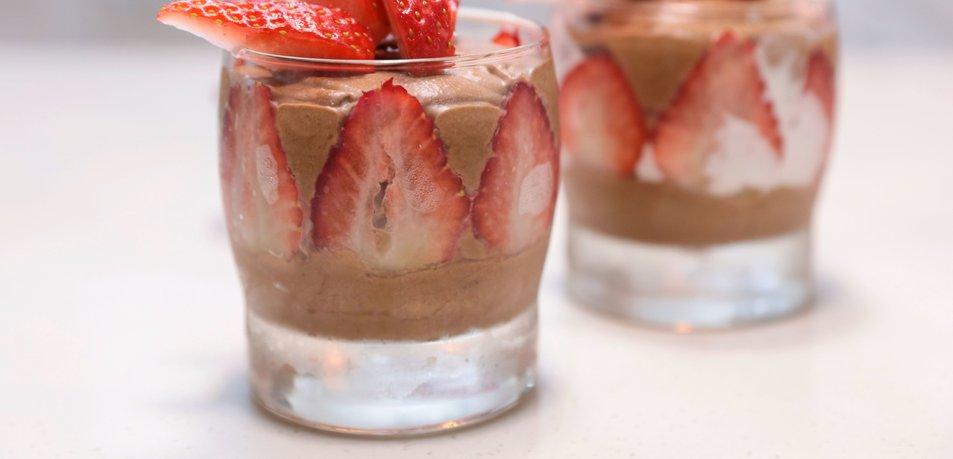 Sladice, s katerimi boste uživali v popolni kombinaciji jagod in čokolade
