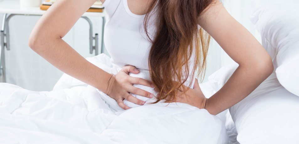 4 zgodnji simptomi raka jajčnikov, ki jih mora poznati vsaka ženska