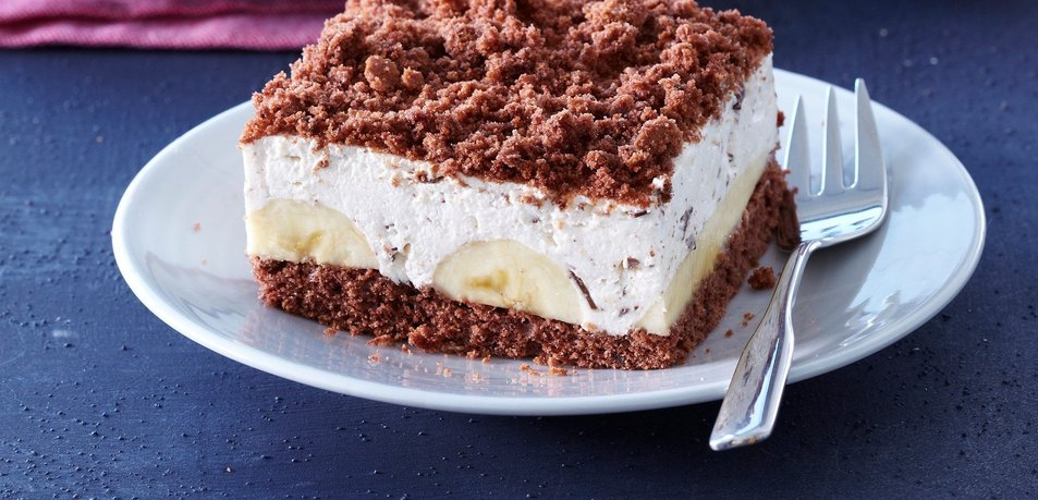 Čokoladno pecivo s pudingovo kremo in banano